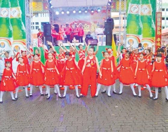 Colonia china festeja en el país su año nuevo