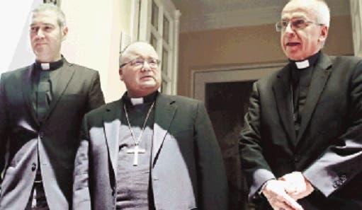 Vaticano escucha víctimas abusos