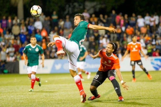 FBL-CONCACAF-CHIVAS-CIBAO