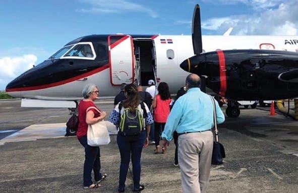 Alquilan aviones para transportar pasajeros varados en aeropuerto tras suspensión de operaciones de Pawa Dominicana