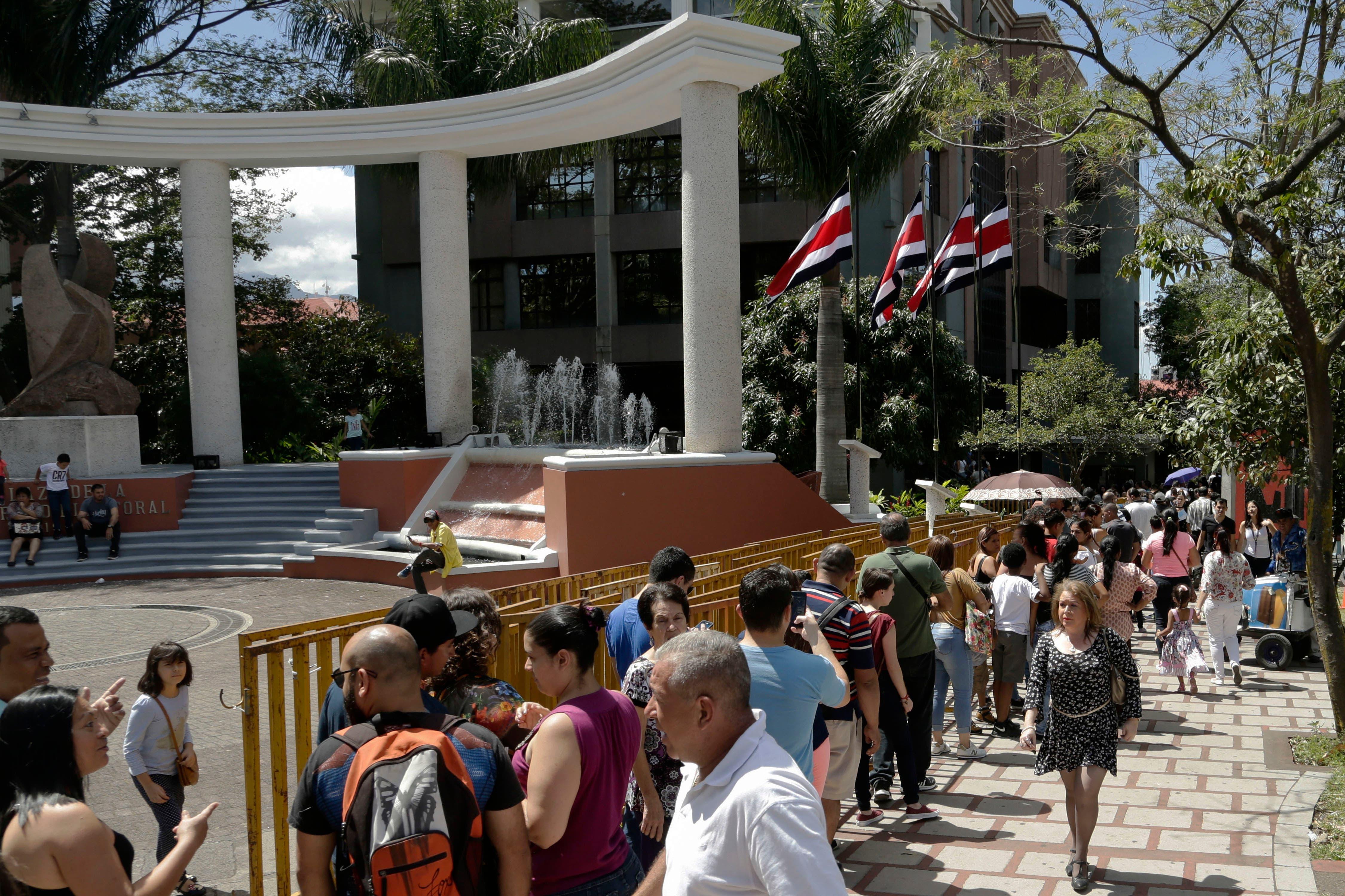 Abren los colegios de votación en Costa Rica para las elecciones generales