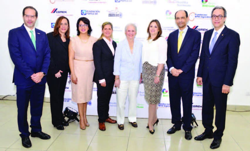 Alejandro Ramírez, Sandra Aponte, Josefina Navarro, Martha Herrera, Rosa Margarita Bonetti de Santana,