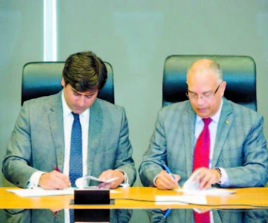 Antonio C. Alma Iglesias y Méjico Ángeles firman acuerdo