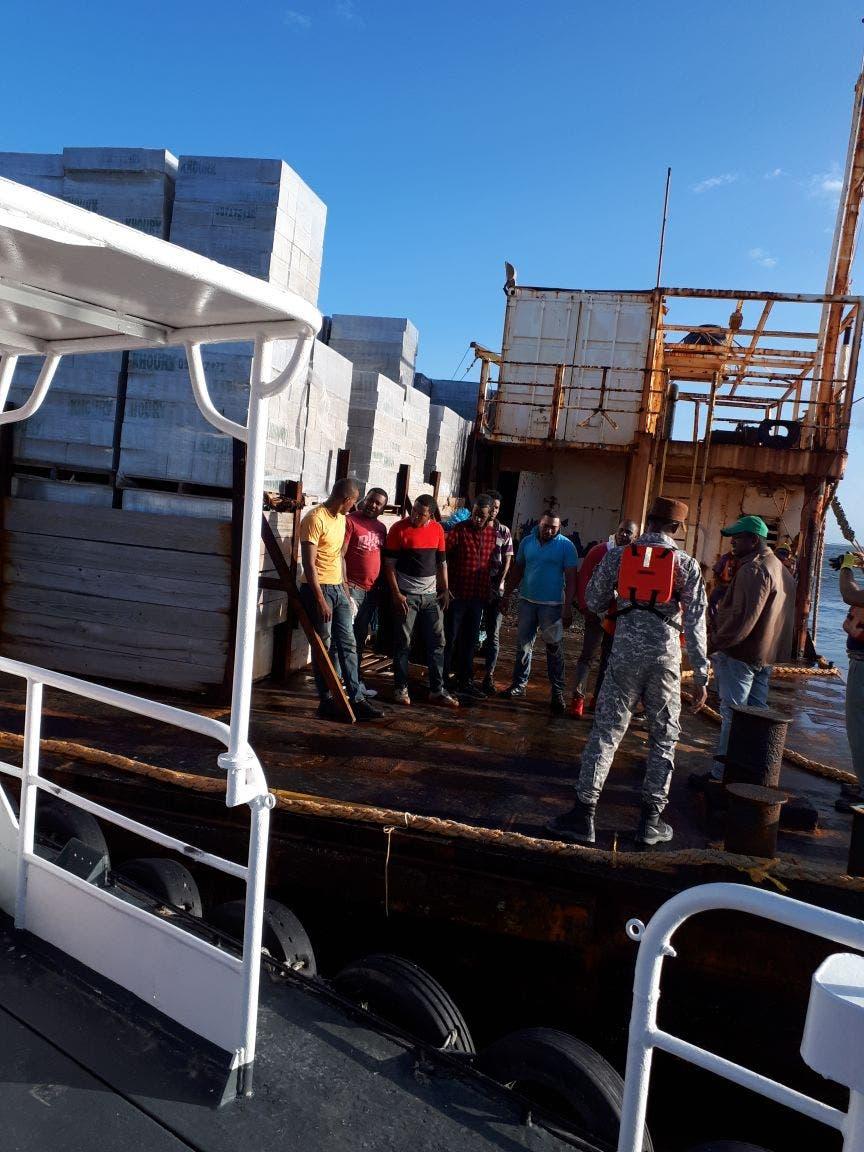Portuaria captura ocho polizones en el Puerto de San Pedro