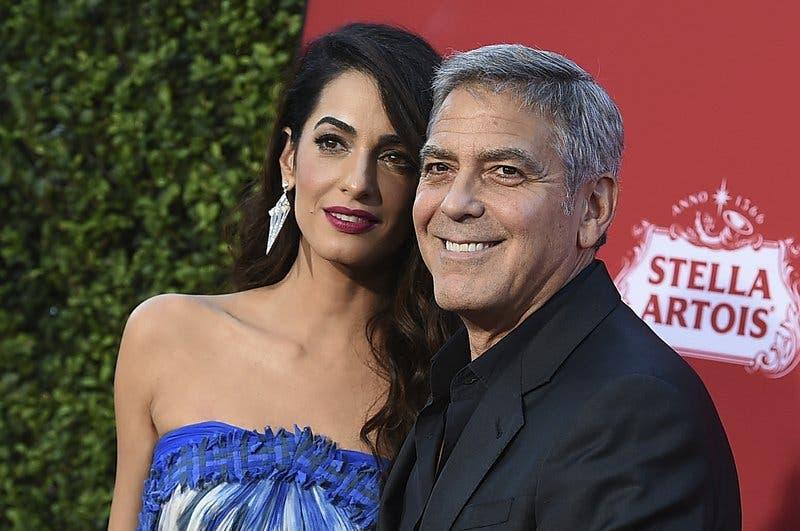Los Clooney donan $500.000 a estudiantes que están organizando marchas contra la violencia armada en EEUU