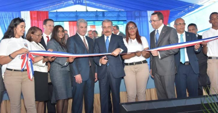 Presidente Medina entrega tres centros educativos en Puerto Plata