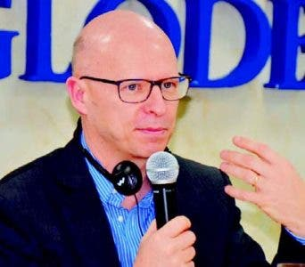 Doctor Stanislas Dehaene advierte uso de Internet