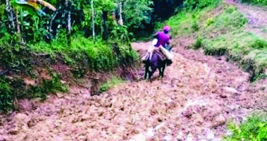 El deterioro de los caminos vecinales afecta a los residentes en las zonas montañosas, así como a los