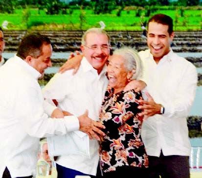 El presidente Danilo Medina y Milandina Peña que