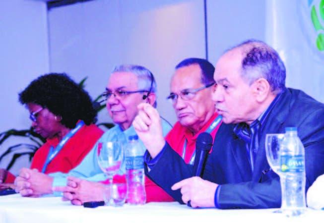 El presidente del CNUS, Rafael (Pepe) Abreu durante su ponencia