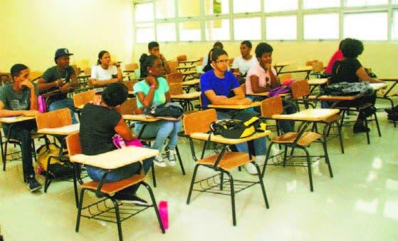 Estudiantes en la espera de un profesor de psicología