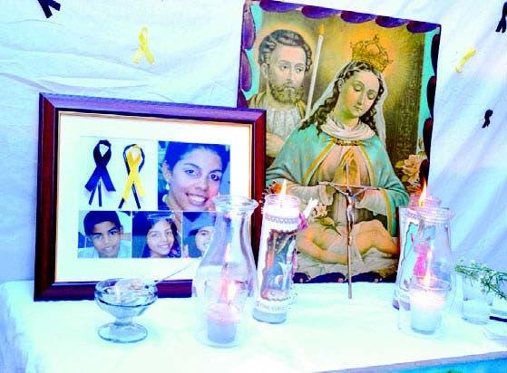 Familiares y amigos recordaron crimen en 'hora santa' por novenario