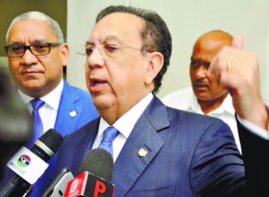 Héctor Valdez Albízu, gobernador del Banco Central