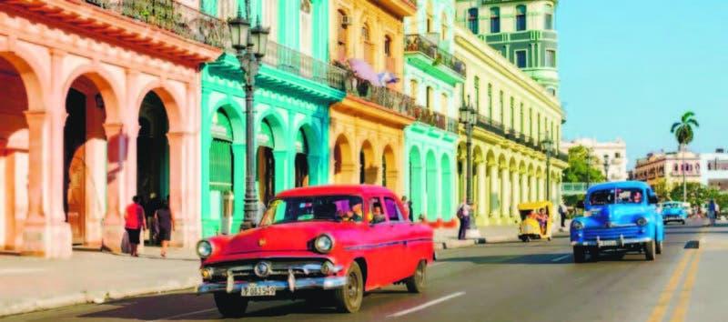 La Habana mirando al mar, sin un río que la determine.