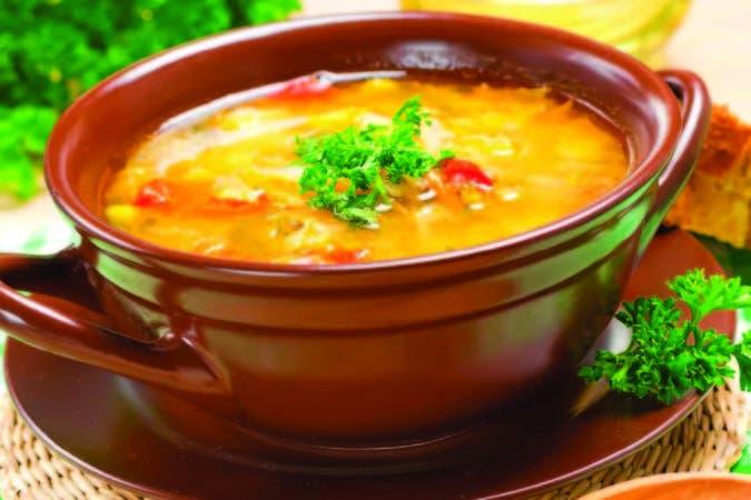 La base de un gran plato de cuchara está en el caldo, que se puede preparar directamente al elaborar la receta o previamente, por separado