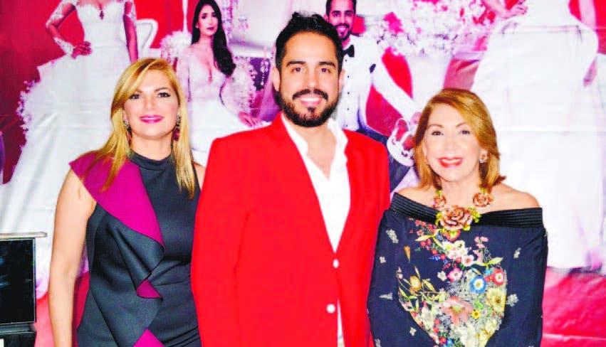 """Lissa Díaz, el diseñador Luis Domínguez y Maribel Lazala, editora de la revista """"ES"""