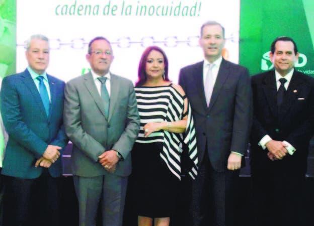 Los ministros de Industria y Comercio y de Agricultura, Nelson Toca y Angel Estévez, Miguel Coronado, del