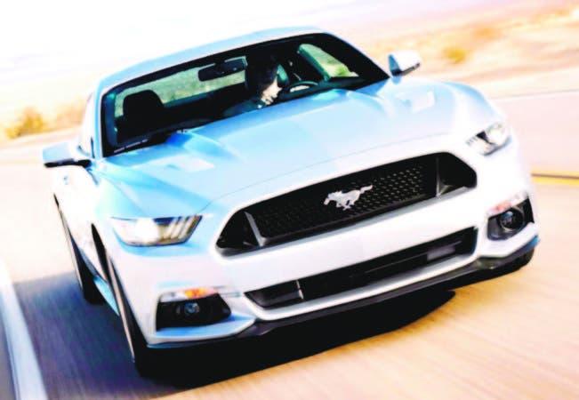 Manejar un auto deportivo da más satisfacciones que un beso apasionado o ver un deporte que le guste.
