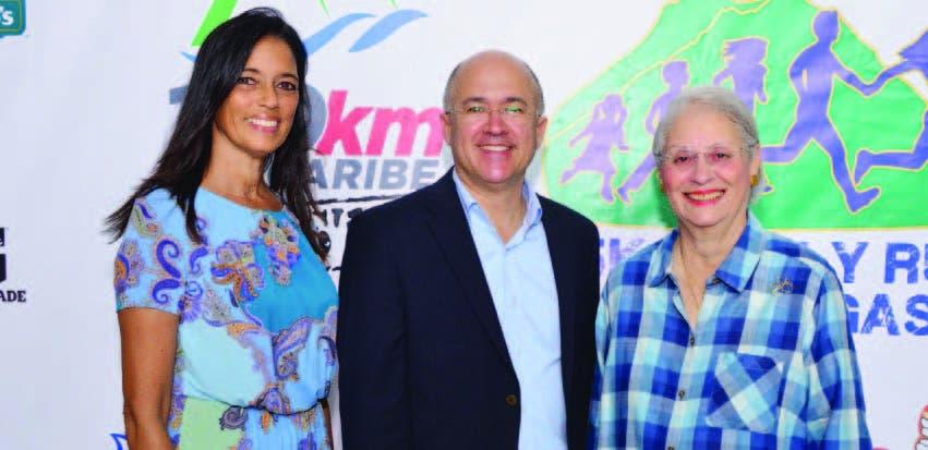 Mariluz Viñas, directora del evento; Francisco Domínguez Brito, ministro de Medio Ambiente y Rosa