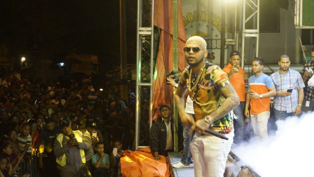 Chiquito Team Band y el Mayor Clásico ponen a bailar al público del  Carnaval de Santo Domingo Este