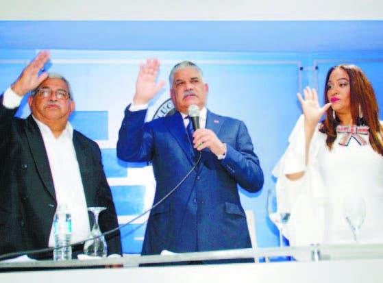 Miguel Vargas toma juramento a Héctor Marte y a Wanda Marte