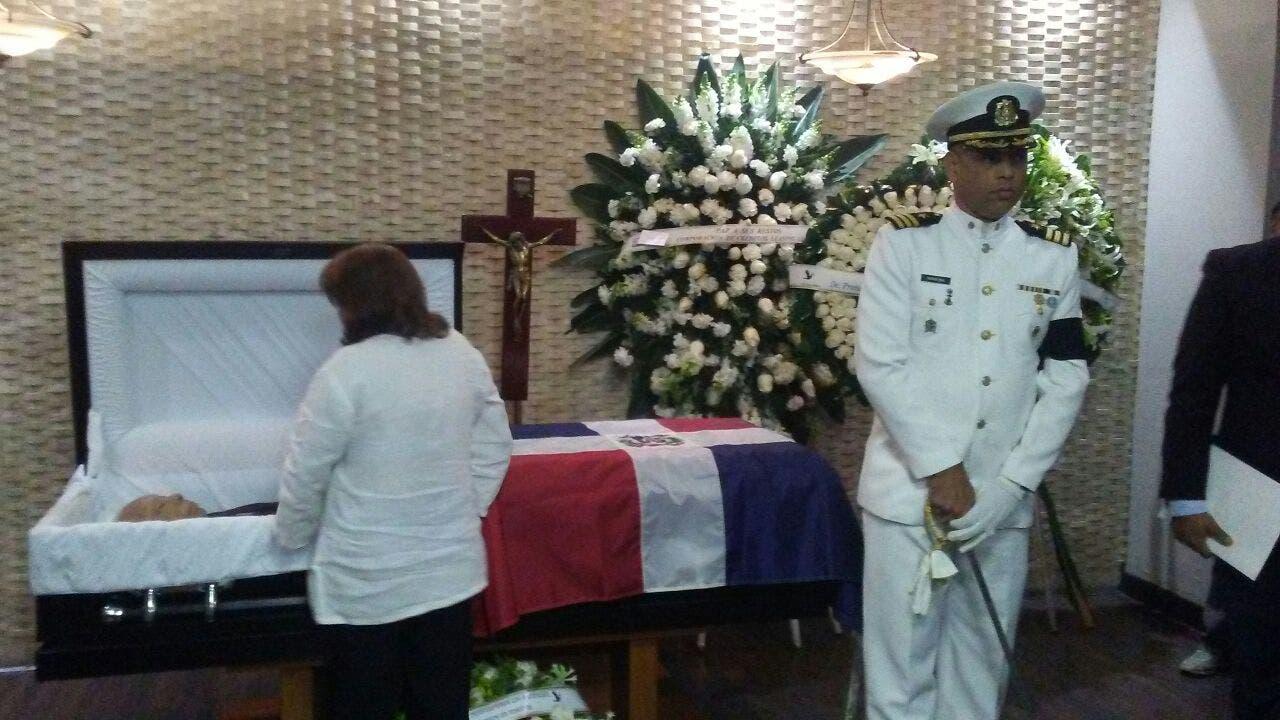 Exponen restos del jurista Ramón Pina Acevedo