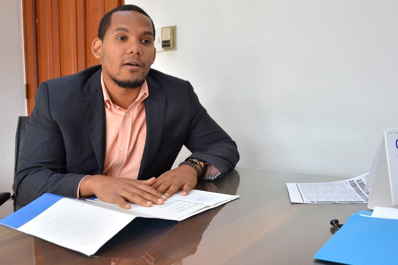 """Denuncia negligencia de la Procuraduría al mantener """"oposición"""" a su vehículo"""