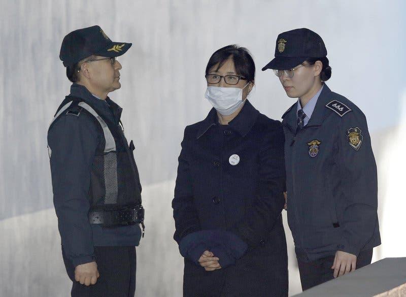 Condenan a 20 años a confidente de expresidenta surcoreana por abuso de poder
