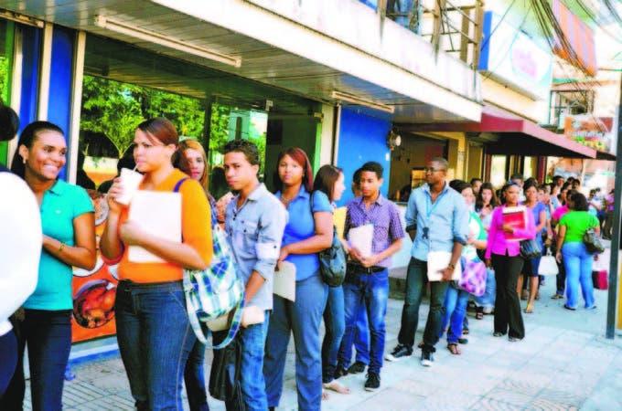 Políticas de trabajo entre el empresariado el Estado pueden aumentar empleo en los jóvenes.