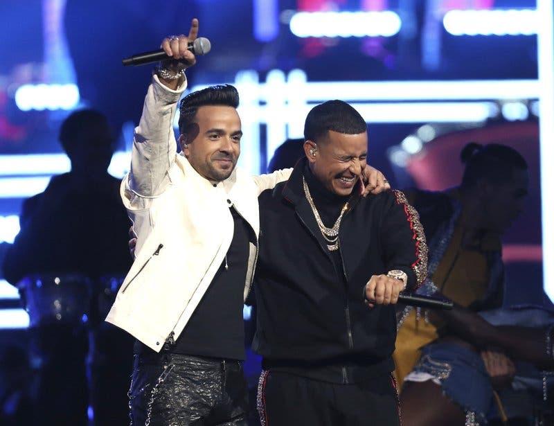 Lista de finalistas al Premio Billboard de la Música Latina