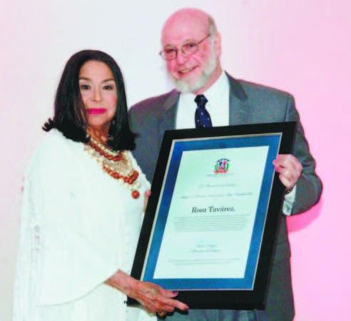 Rosa Tavárez recibe el