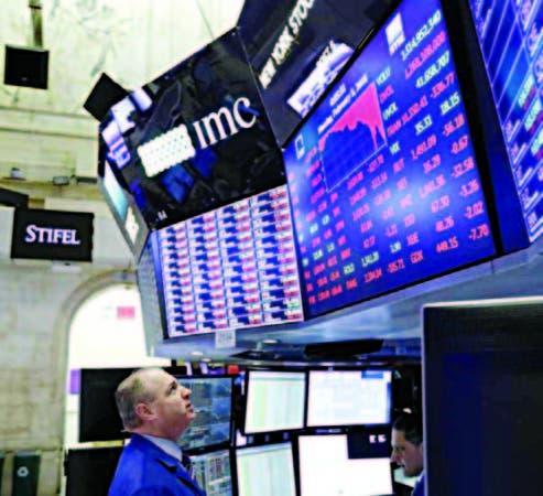 El mercado bursátil de Estados Unidos sigue cuesta abajo en Wall Street