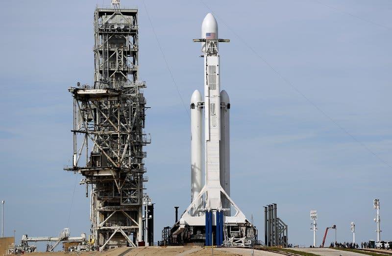 SpaceX enviará al espacio el convertible deportivo rojo de Elon Musk en un cohete extremadamente potente