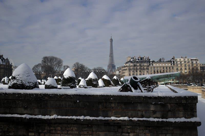 Cierran la Torre Eiffel por el temporal que sacude Francia