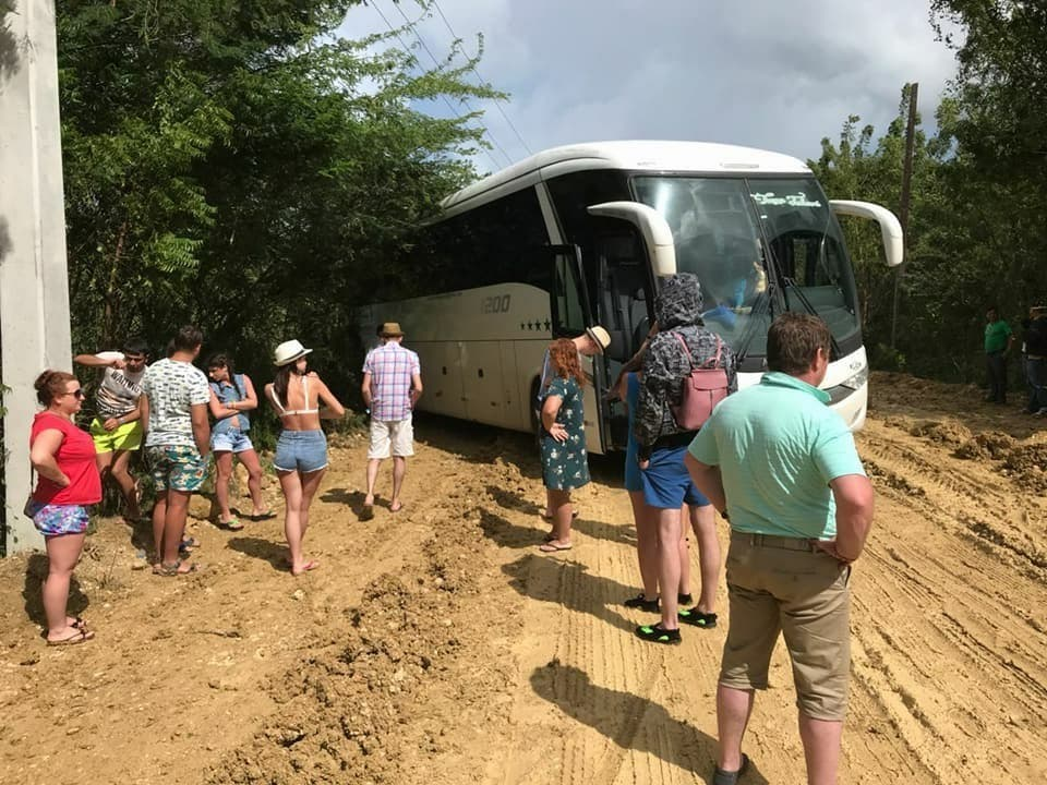 Cuatro kilómetros de carretera provoca malestar a turistas realizan excursiones en PP