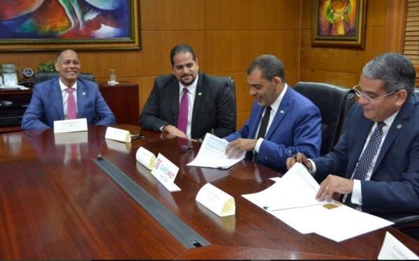 OPTIC participa en firma de convenio entre Tesorería Nacional y CARNET