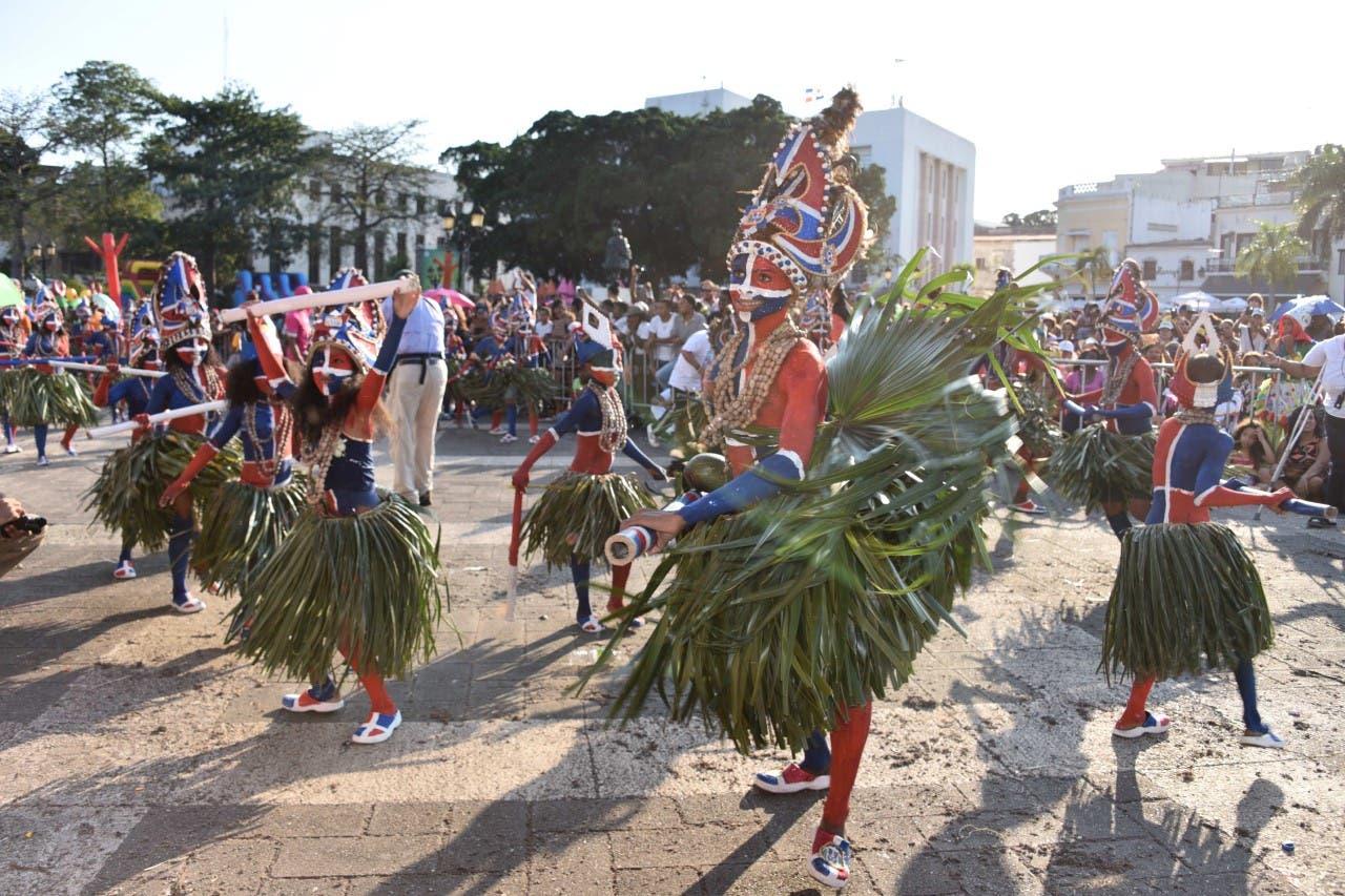 Fotos: 104 coloridas comparsas participaron en muestra de Carnaval Infantil