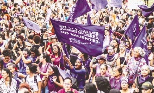 [VIDEO] Masiva marcha en Santiago en conmemoración del Día de la Mujer