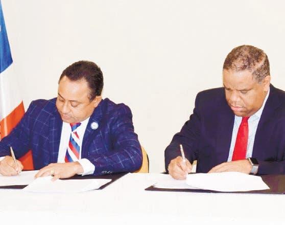 Firman pacto para arreglar casas atletas
