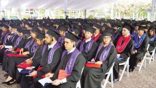 Universidad Católica del Cibao invistió ayer 494  profesionales