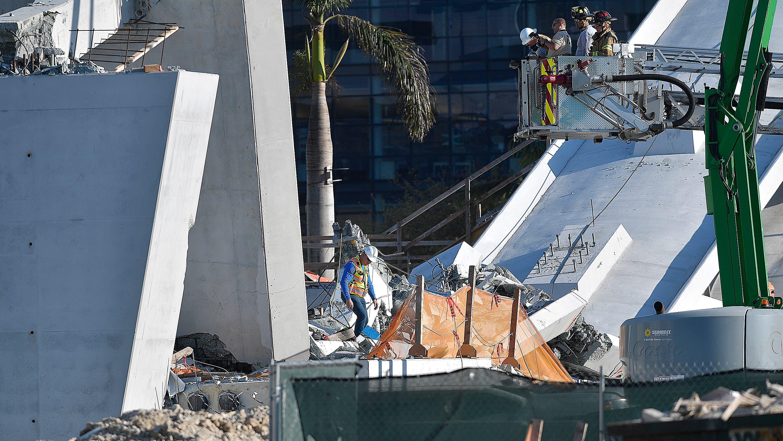 Fotos: Suben a seis los fallecidos por colapso de puente en Florida