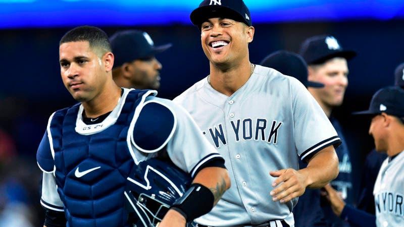 Giancarlo Stanton anota su primer cuadrangular con los Yankees de Nueva York