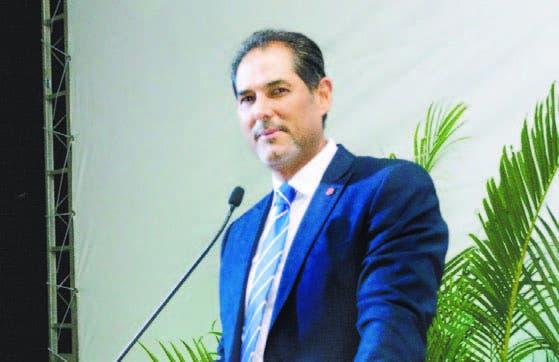 Bonnelly dijo defenderá institución por encima del bien particular.