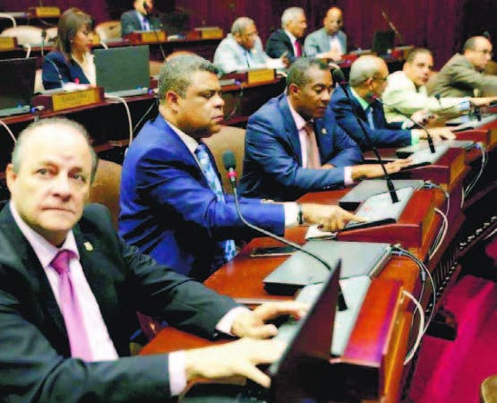 Cámara de Diputados aprobó resolución que pide liceo a Educación
