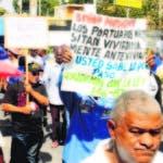 Cientos de obreros del Puerto de Haina marcharon por la carretera Sánchez en reclamo de pensiones