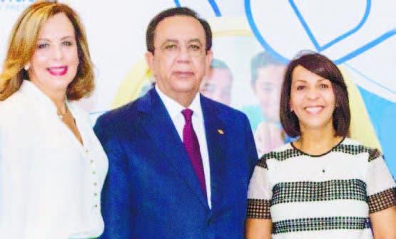 Claritza de la Rocha, Héctor Valdez Albizu y Mildred Minaya