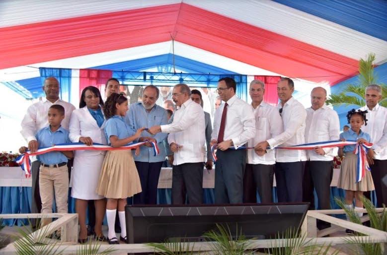 Presidente entrega dos centros educativos en Hato Mayor