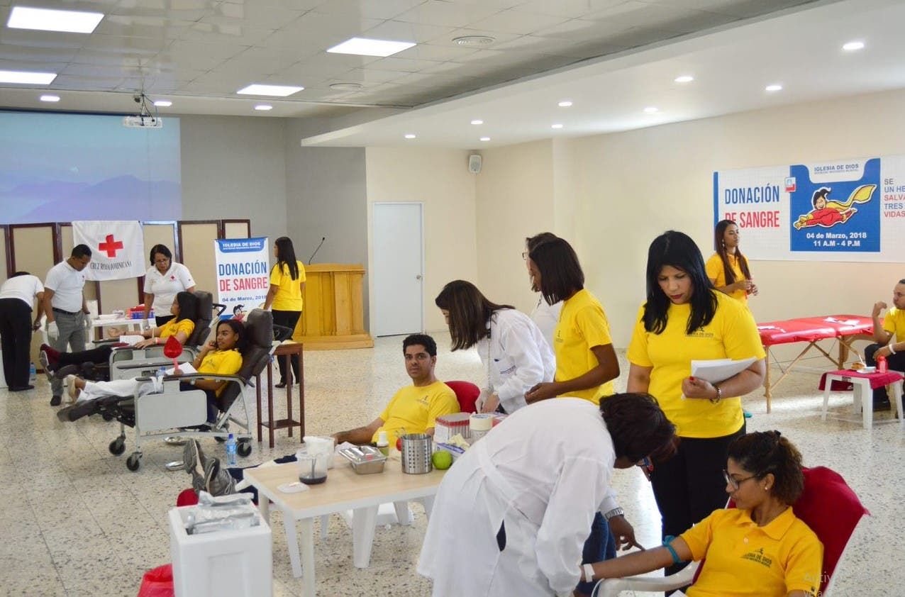 Voluntarios de iglesia donan 80 pintas de sangre