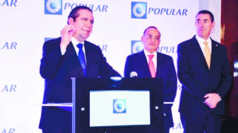 El ministro de Turismo, Francisco Javier García, junto a Juan Lehoux y Juan Manuel Martín de Oliva,