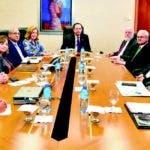 En foto aparecen el gobernador del Banco Central, Héctor Valdez Albizu, y el ministro de Cultura, Pedro